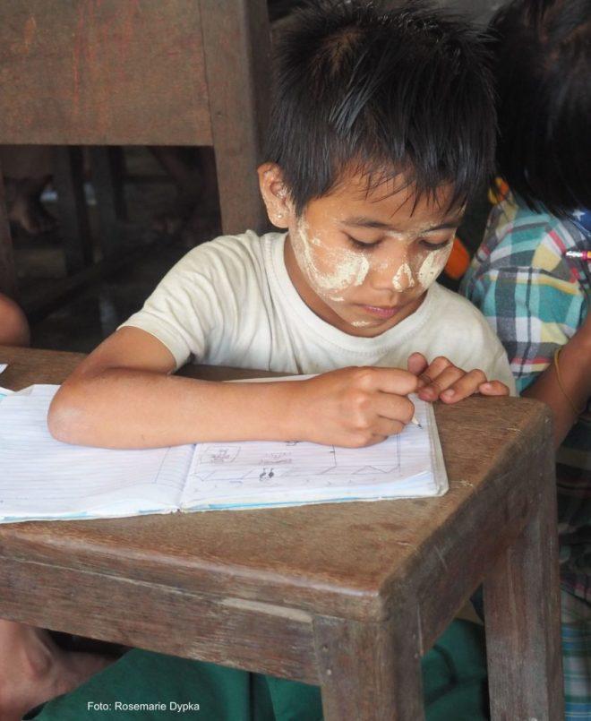 Schreibendes Kind